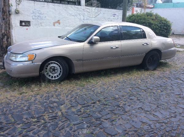 Lincoln Modelo: Town Car Completo o en partes
