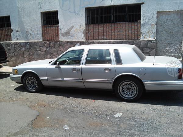 Lincoln TownCar -96