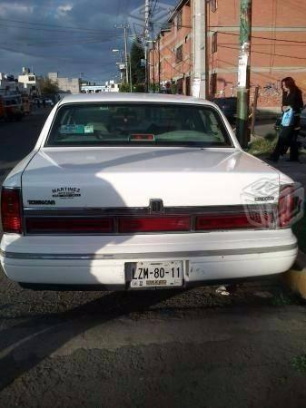 Super comodo Town Car -95