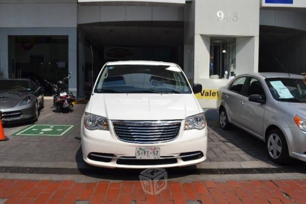 Chrysler town & country -13